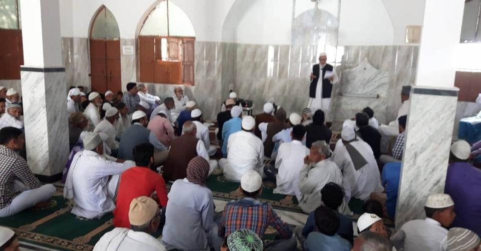 سہدیوکھاپ (گیا ضلع) کی جامع مسجد میں ایک روزہ تربیتی کیمپ میں پوگرام کے مقرر و شرکاء جن کی تعداد TTتقریبا 90 ہے۔۔1